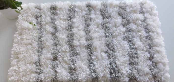 descente-de-lit-slow-deco-laine-fabricateur-de-pompons-diy-cocooning-toile-de-jute
