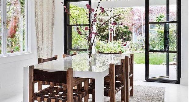 salle à manger ouverte sur l'extérieur-baignée de lumière-spacevandt-slowdeco