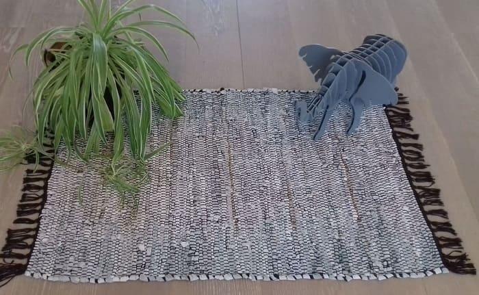 L'upcycling de chutes de cuir en tapis, décoration naturelle, minimaliste et durable, la slow déco, réutilisation d'objet