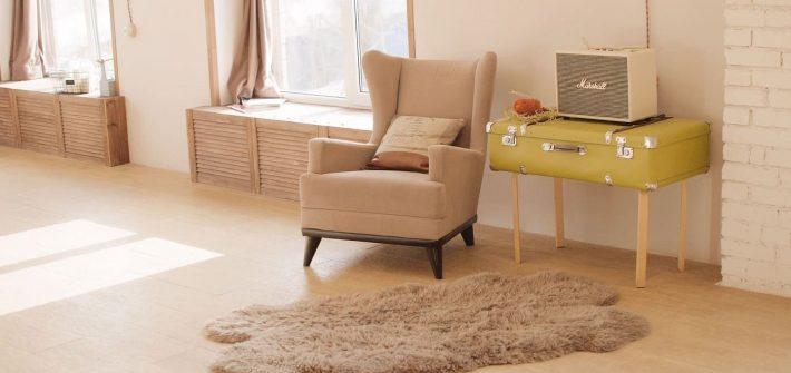 une valise transformée en table basse, c'est la slow déco - upcycling, réutilisation de meubles et objets