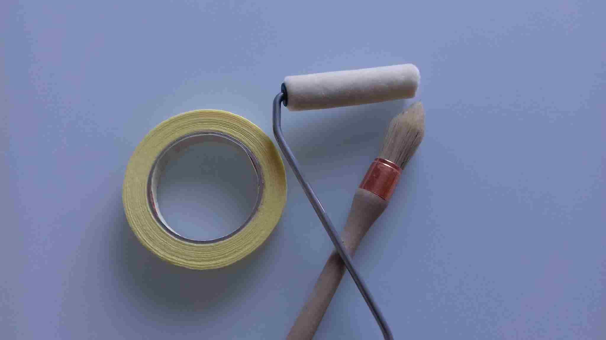 Matériel pour rénovation du meuble-ruban de masquage-pinceau-rouleau