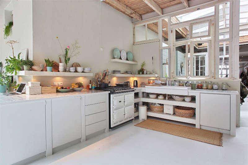 cuisine minimaliste aux couleurs claires
