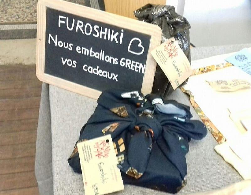 Furoshiki pour un emballage en tissu réutilisable et écoresponsable de cadeaux éthiques et durables, esprit Slow Déco