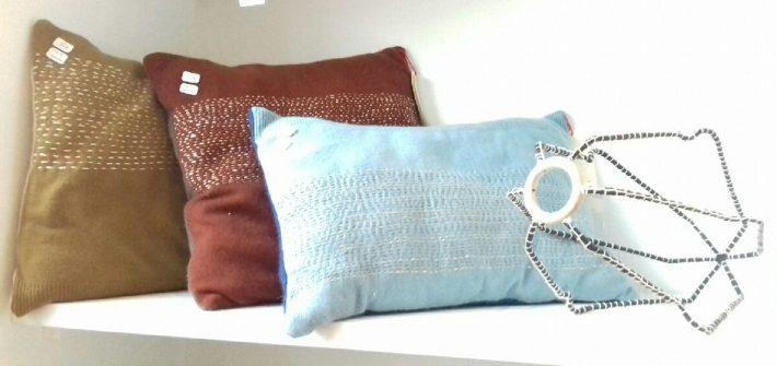 Coussins fait main avec des pulls en cachemire récupérés, upcycling, surcyclage pour une décoration naturelle, des cadeaux éthiques et durables, slow deco