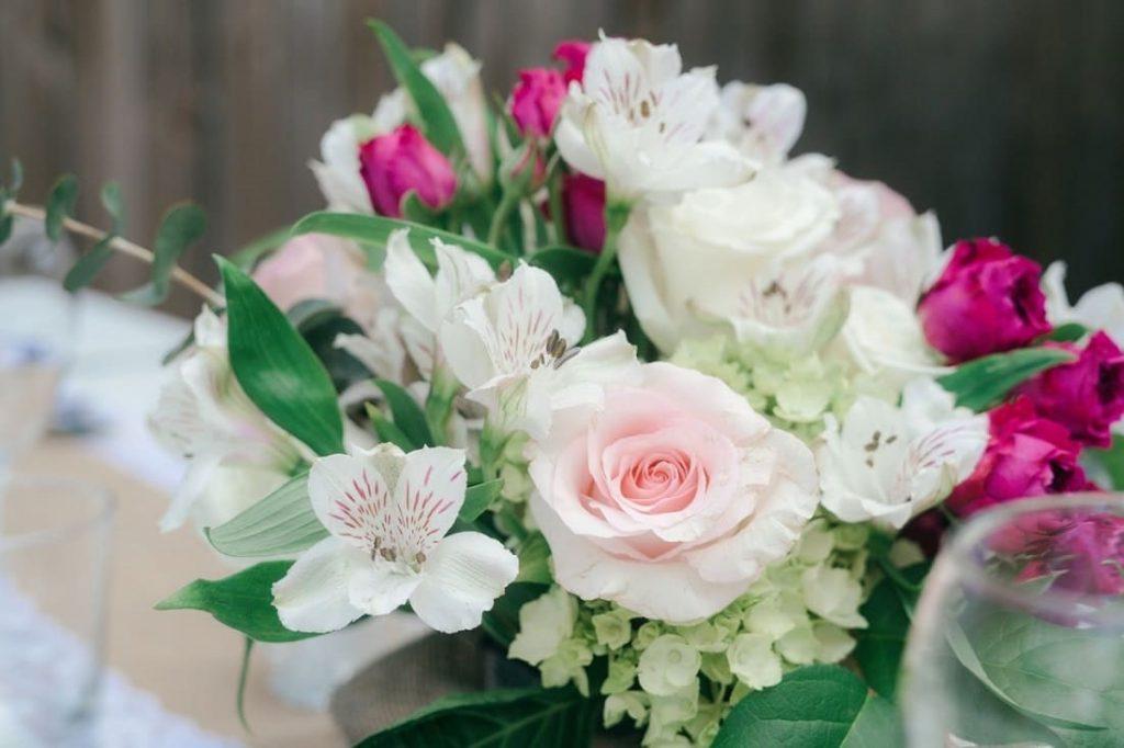 Bouquet de roses, dites-le avec des fleurs écoresponsables, commerce équitable, fleurs locales, fleurs bio, décoration écologique, décoration écoresponsable, qualité de l'air, deco nature, slow deco